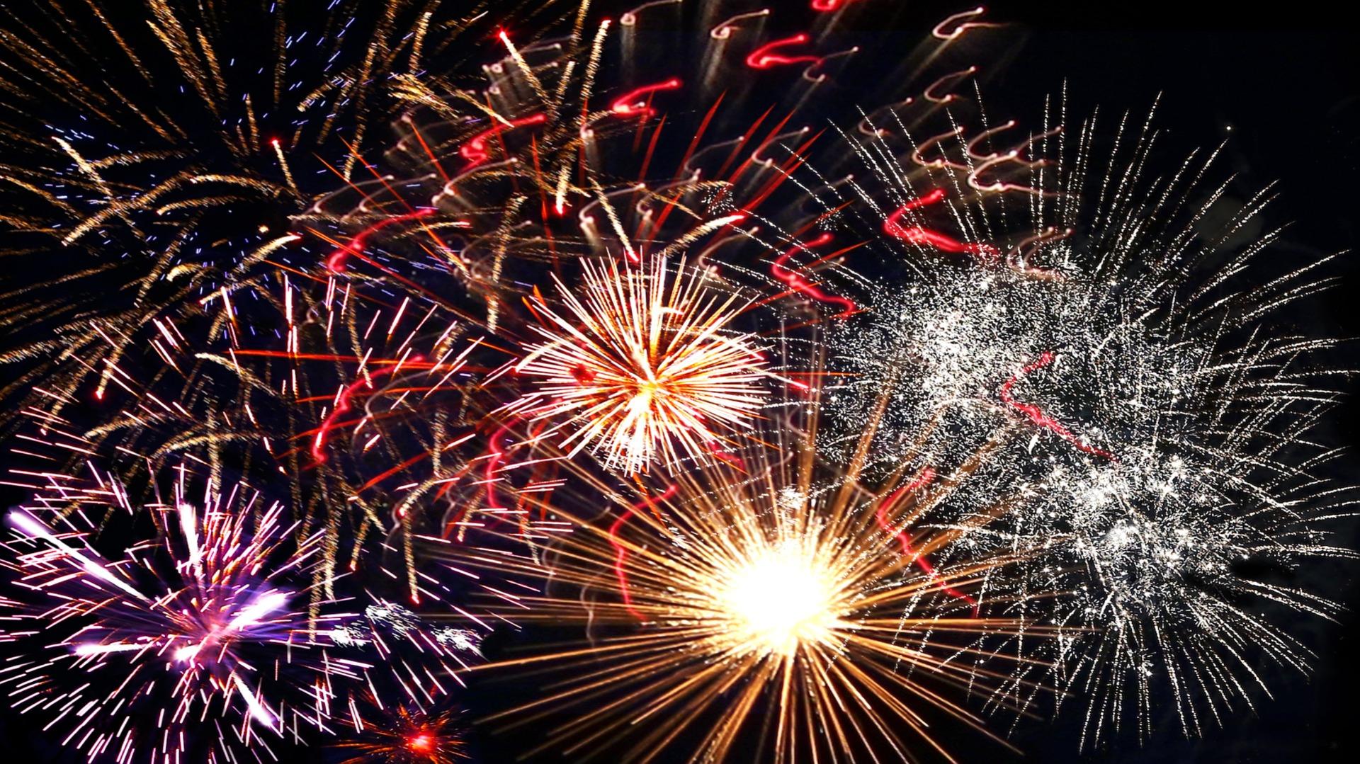 fireworks-1102872_1920