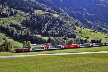 train-3775782_1920.jpg