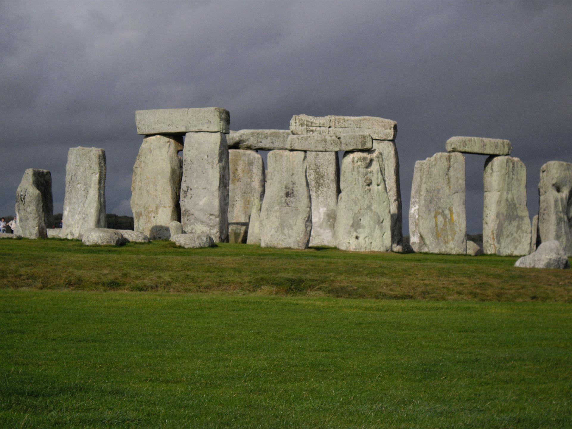 stonehenge-232074_1920.jpg